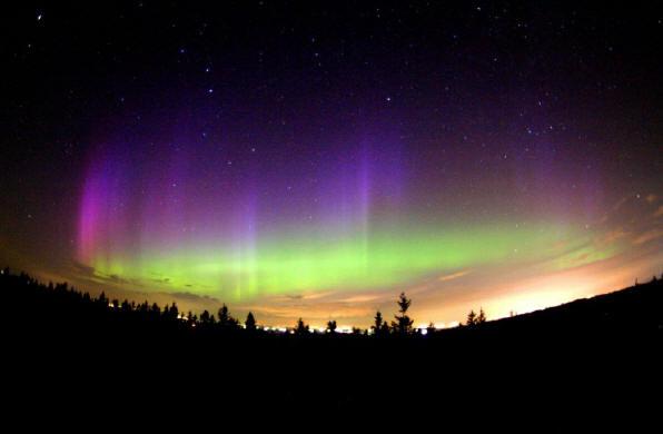 http://zaragozaciudad.net/cuti/upload/20080405102554-aurora-boreal-1.jpg